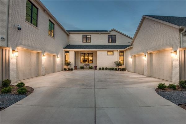 Beautifully appointed 2019 transitional home mansions