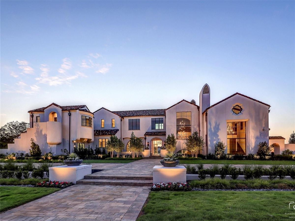 Luxury real estate Welcome to the Bella Luce Manor lifestyle