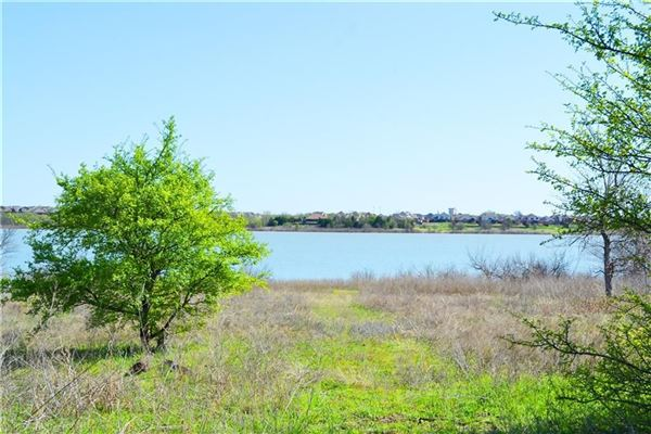 Luxury properties eight Acres On Lake Lewsiville
