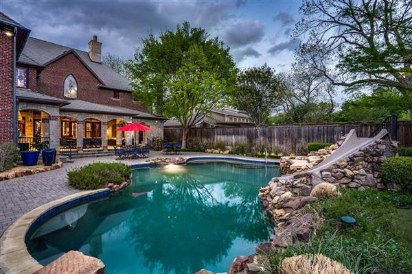dallas home Inspired by great estates in England mansions