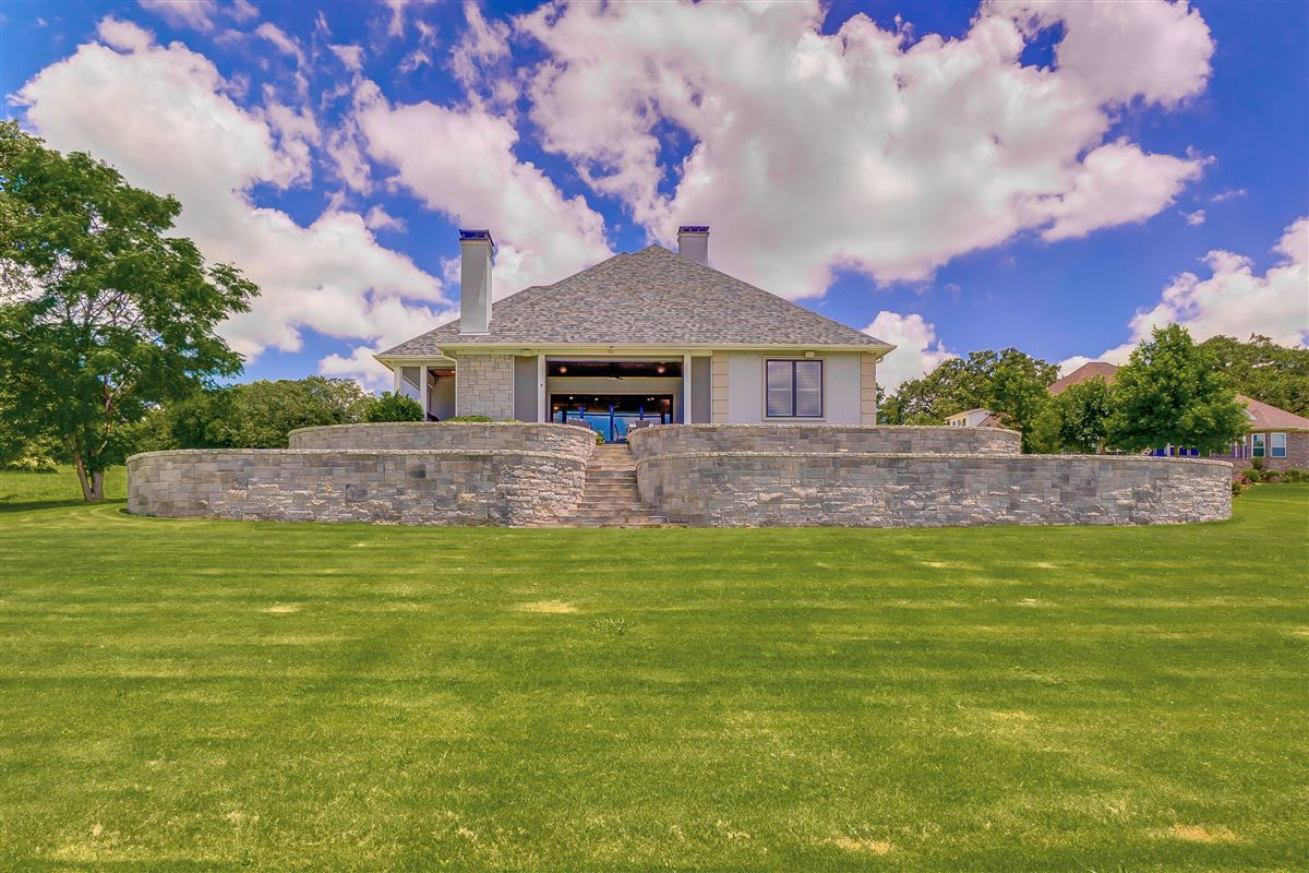 Luxury homes this beautiful, peaceful and tranquil property boasts stunning lake views