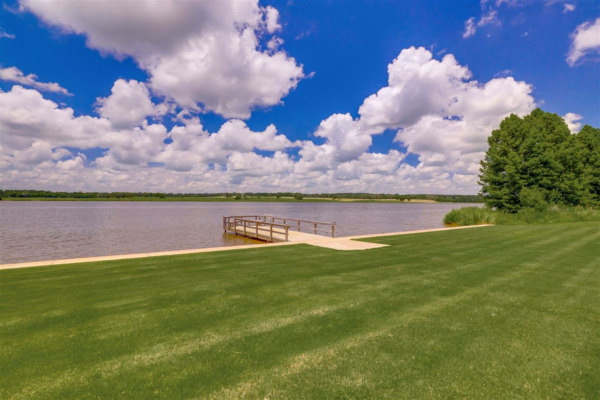Luxury real estate this beautiful, peaceful and tranquil property boasts stunning lake views