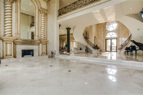 Luxury homes Chateau Montclair - one of the largest homes in texas