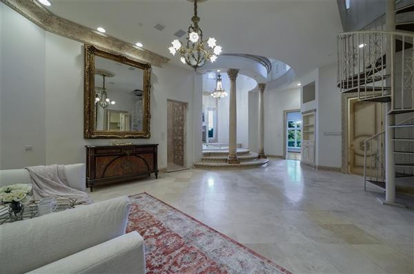 Luxury homes magnificent estate on Willow Bend Drive
