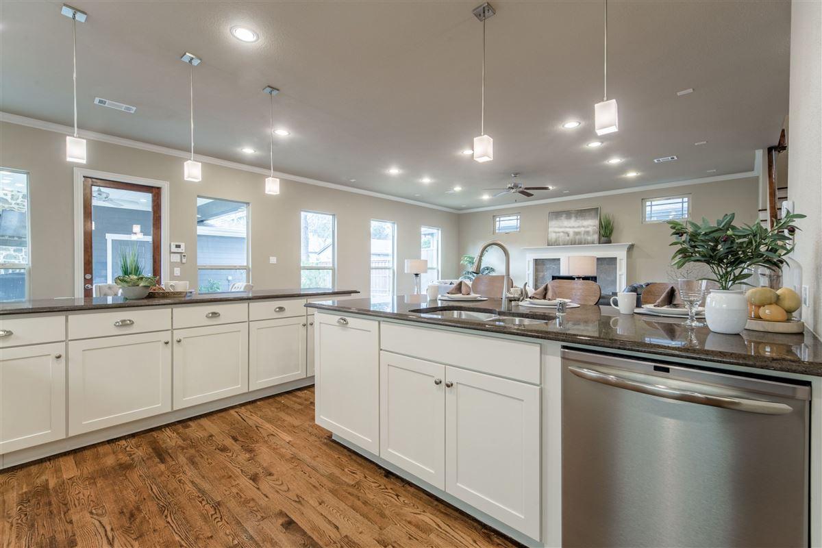 Elegant, energy star rated Craftsman home mansions