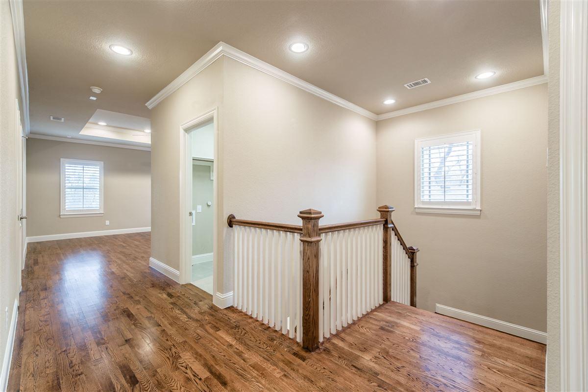 Luxury real estate Elegant, energy star rated Craftsman home