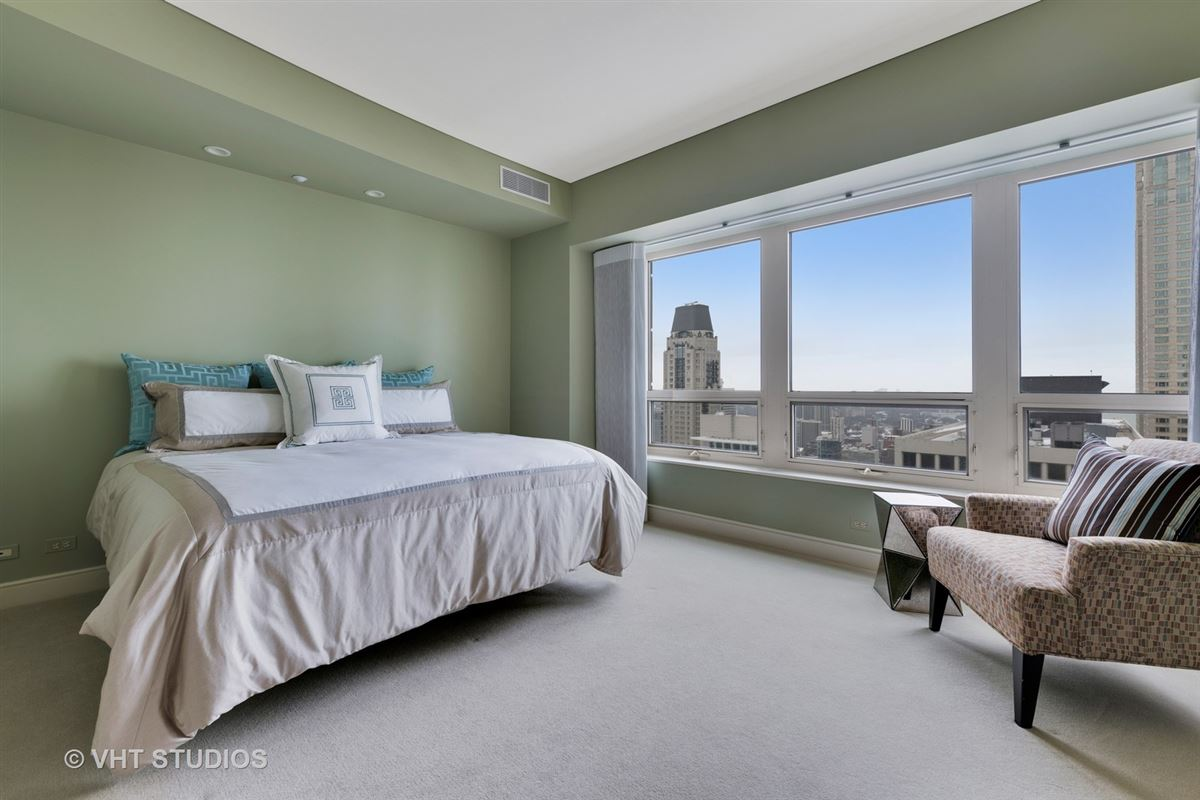 Luxury homes 48th floor rental at the iconic Park Tower