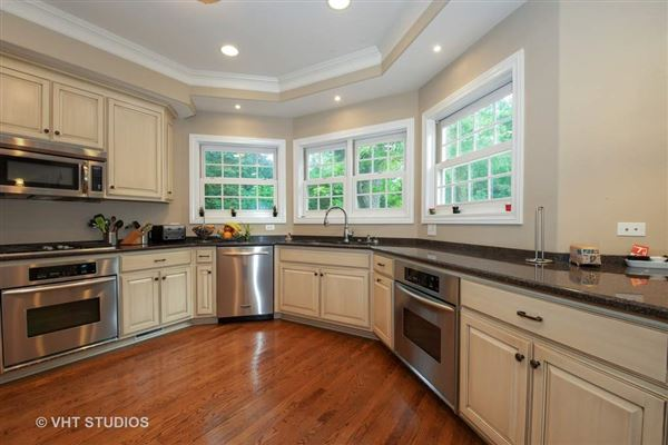wonderful home with a lovely bright and open floor plan luxury real estate