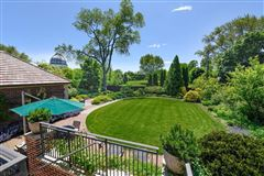 prime East Wilmette home mansions