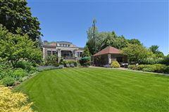 Luxury homes prime East Wilmette home