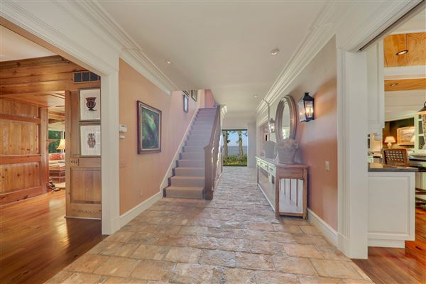 Luxury homes in unobstructed lake front property