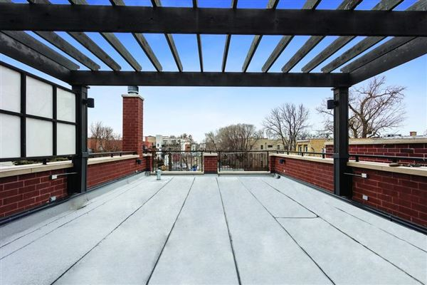 Luxury real estate Sundrenched six bedroom in the Southport Corridor