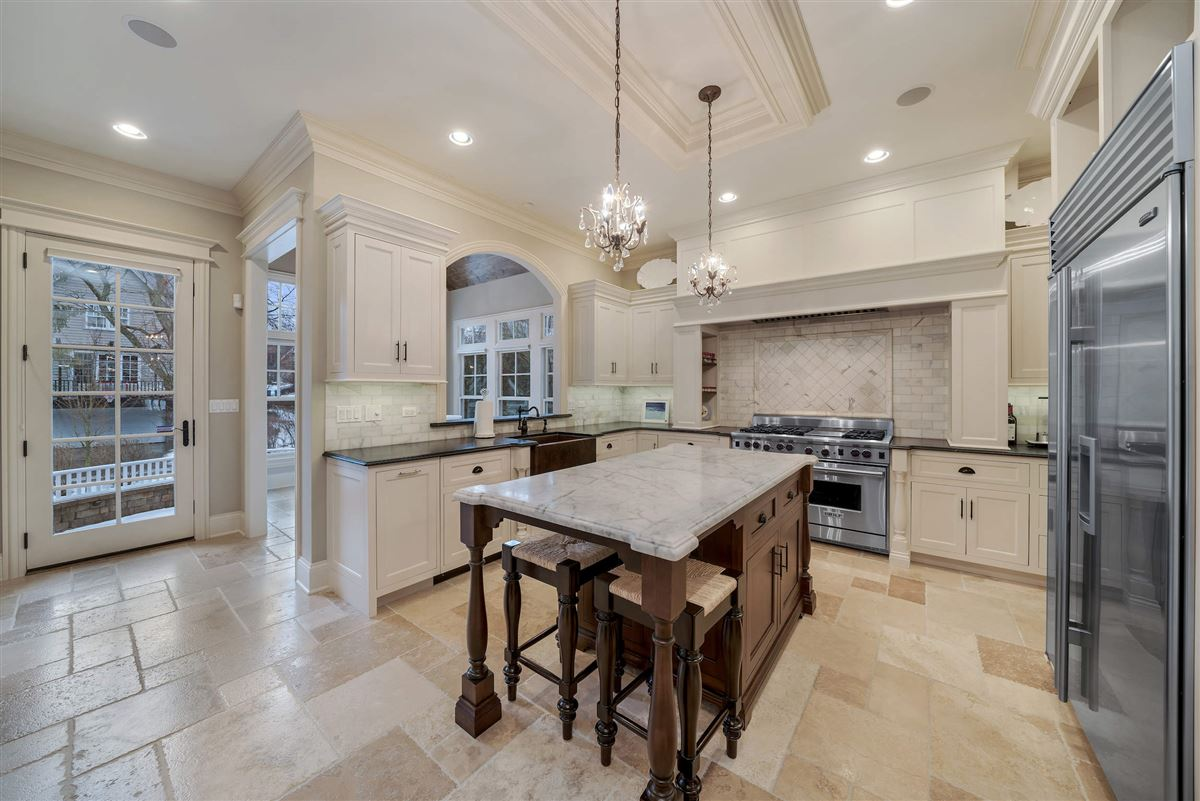 Luxury real estate Exceptional hinsdale luxury home