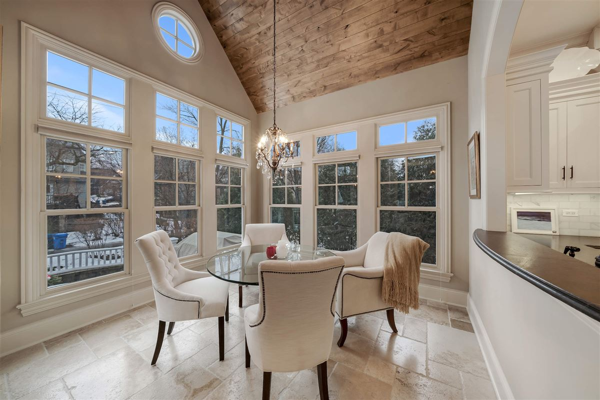 Mansions in Exceptional hinsdale luxury home