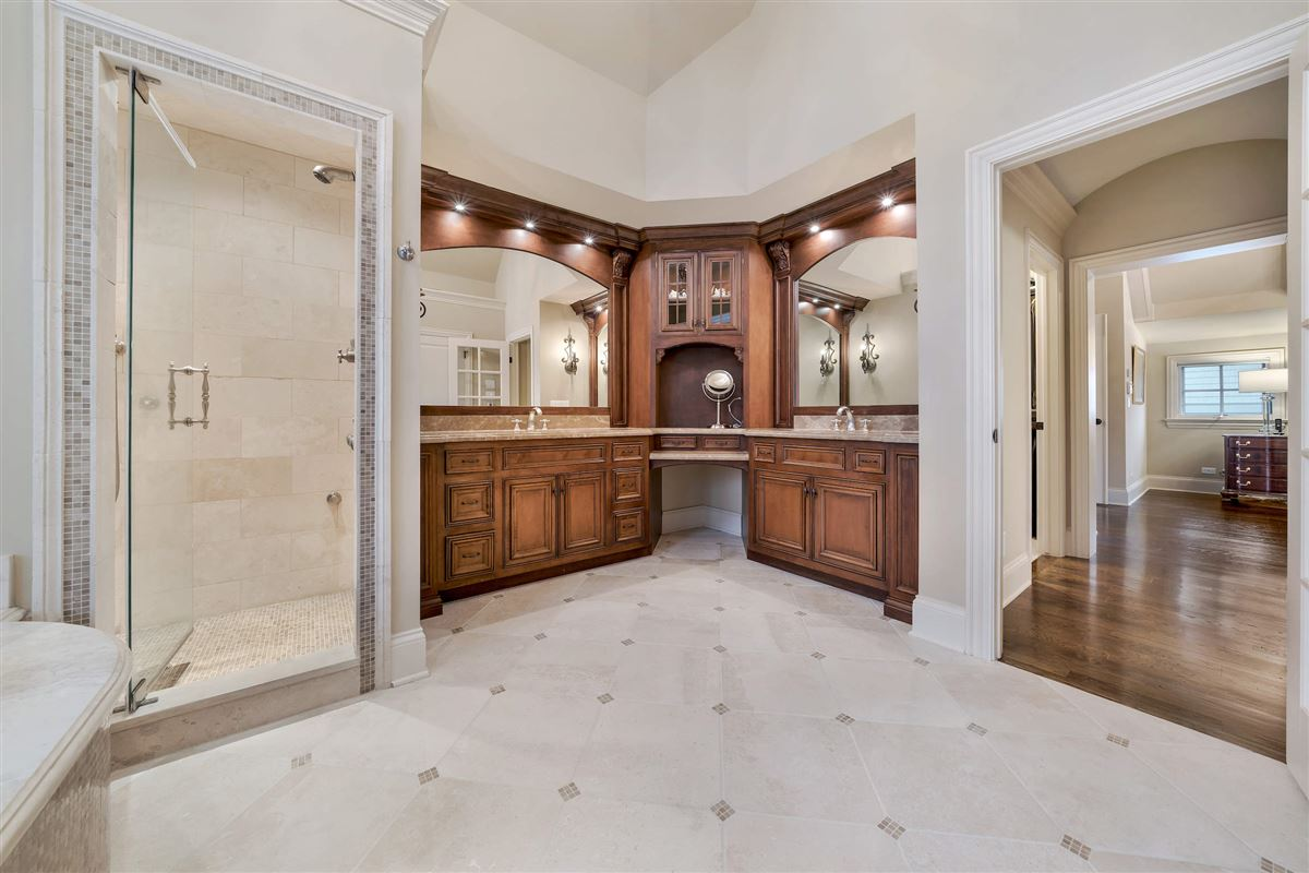 Luxury homes Exceptional hinsdale luxury home