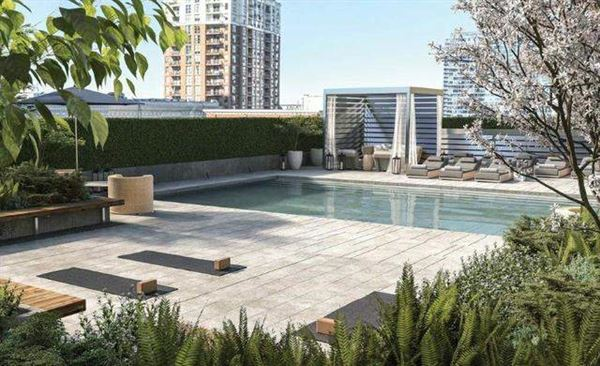 Mansions in Brand New Luxury High Rise