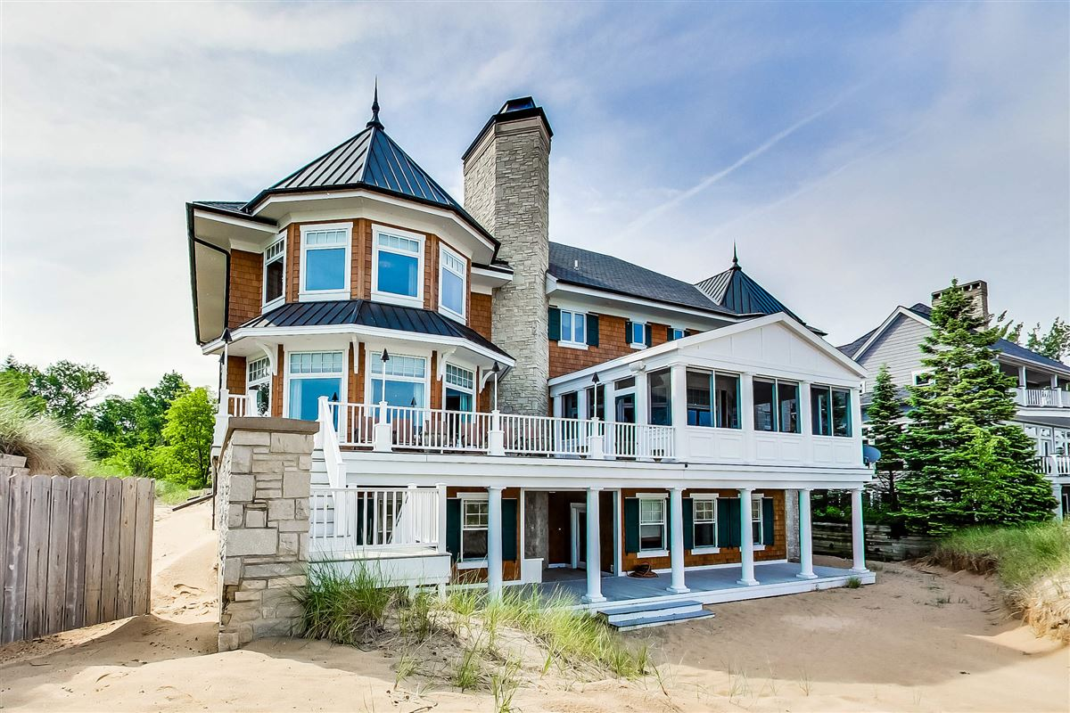 Luxury homes in Magnificent residence with expansive views