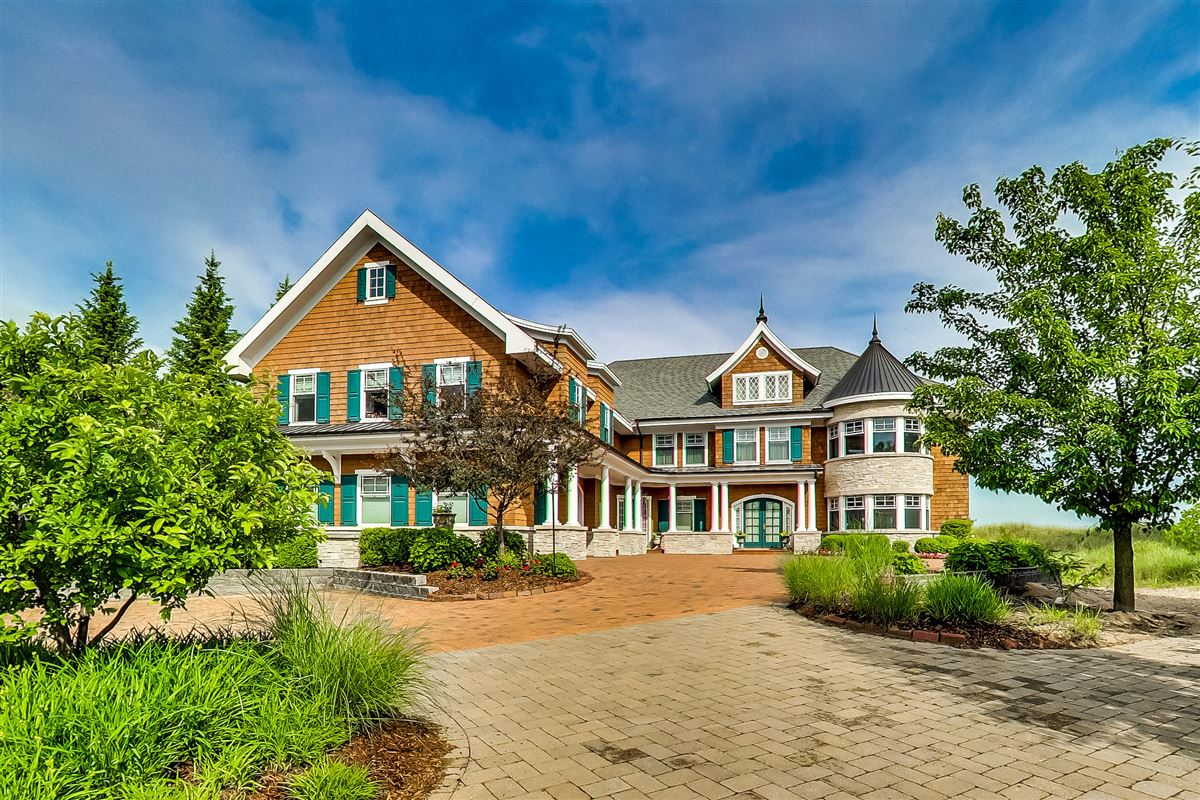 Luxury real estate Magnificent residence with expansive views
