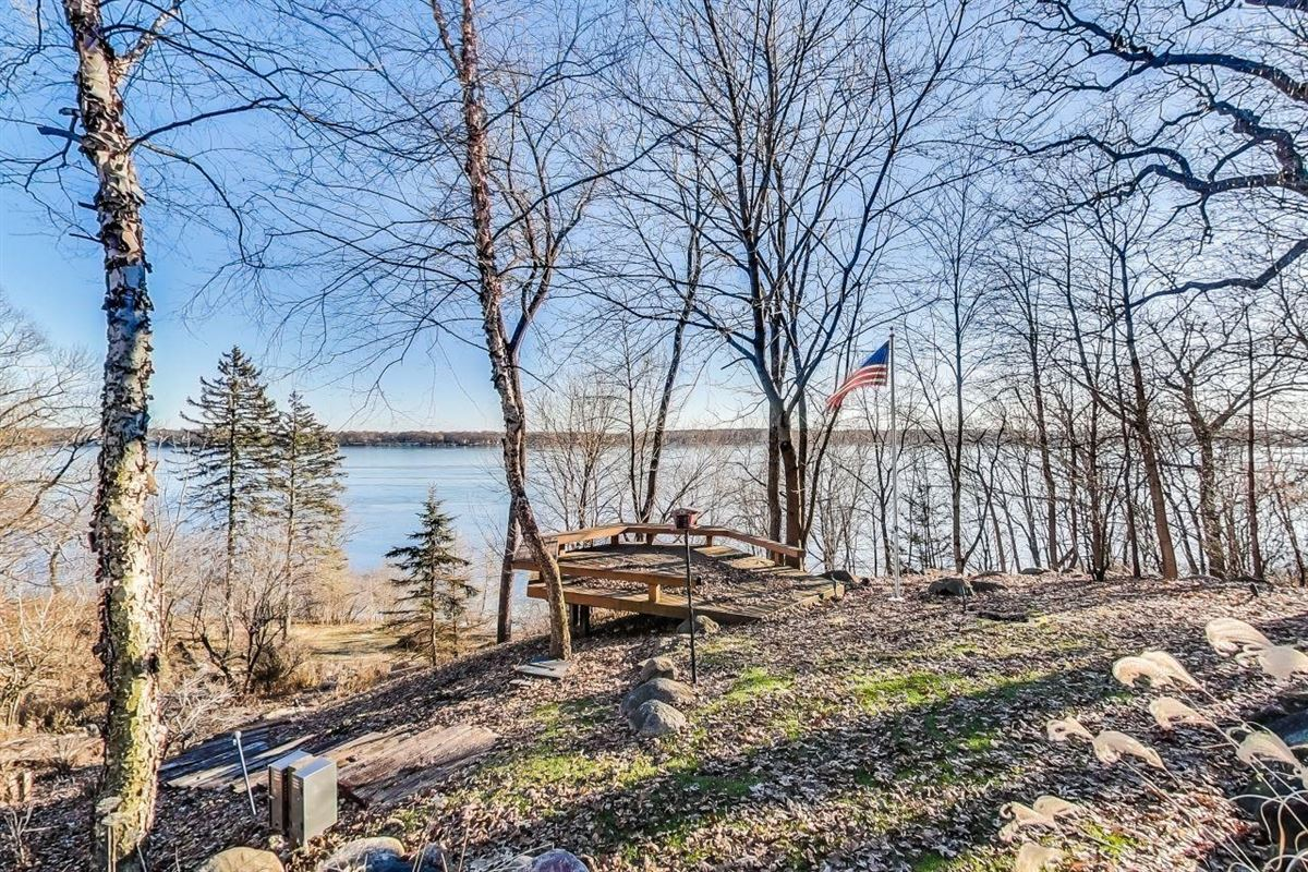 stunning delavan lake lakefront home on 8.75 acres luxury homes