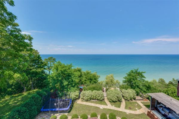 Stylish Lake Michigan home with spectacular views luxury homes