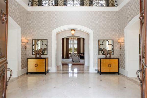 Luxury homes in beautiful lakeside estate