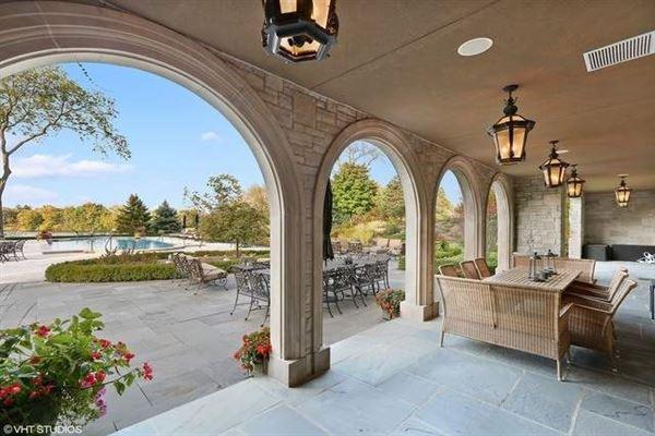 beautiful lakeside estate luxury real estate