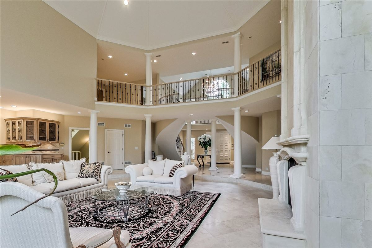 Mansions in elegant home in Devonshire
