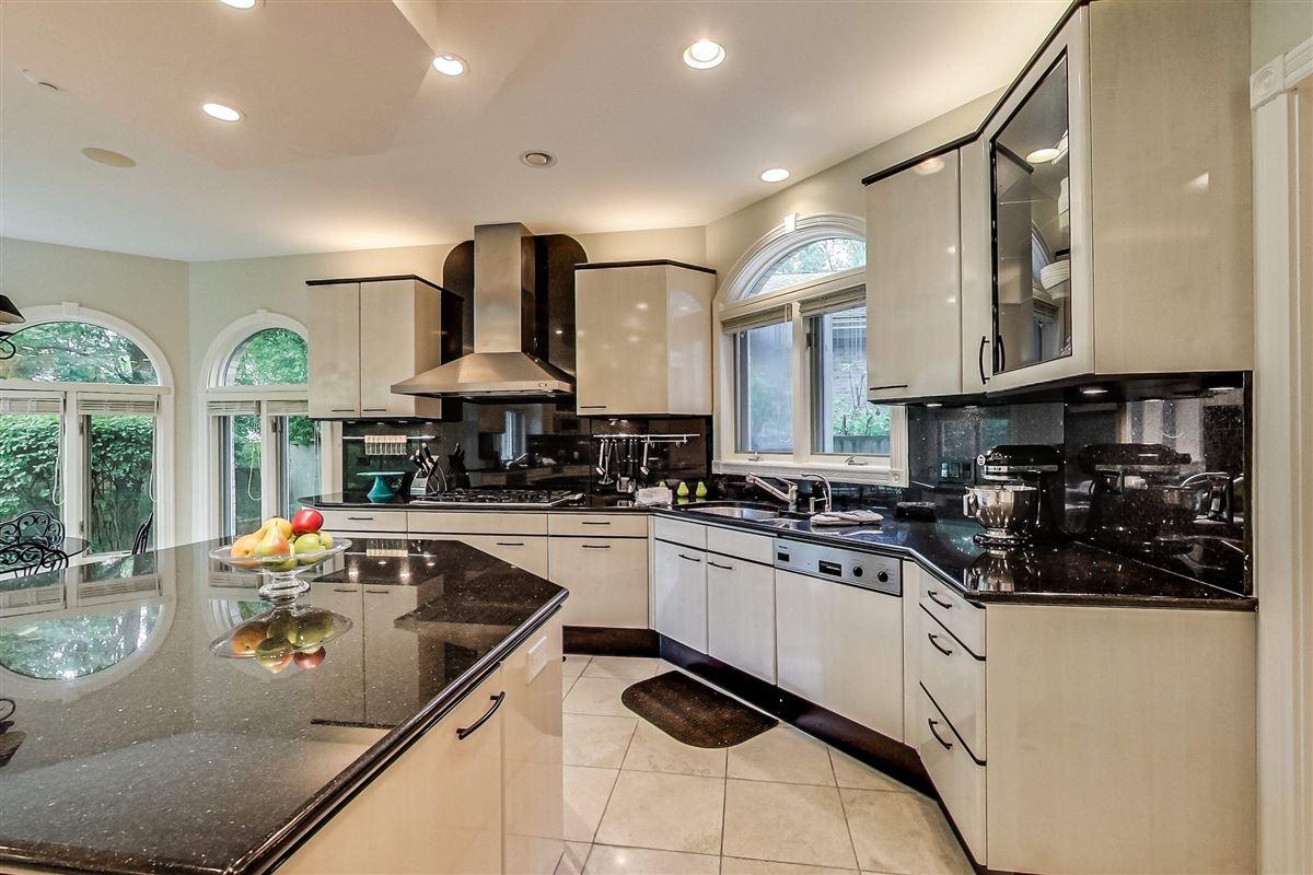 elegant home in Devonshire luxury homes