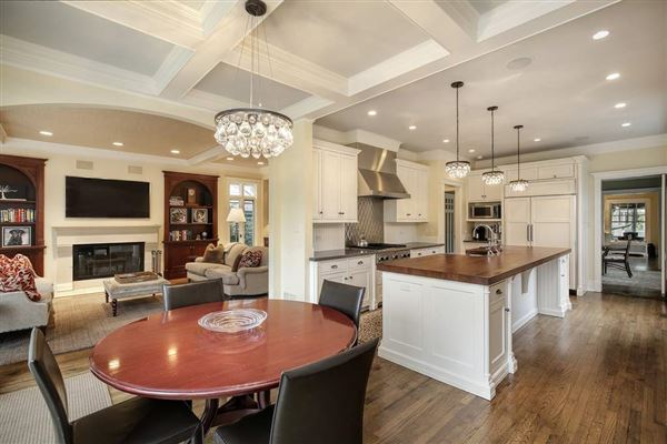 Mansions remarkable home in East Kenilworth