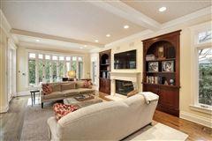 remarkable home in East Kenilworth luxury properties