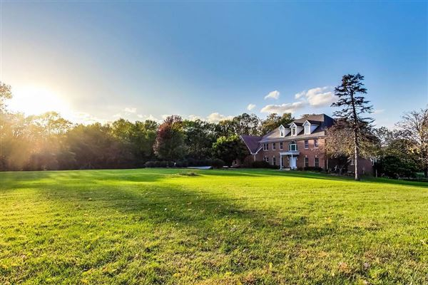 Luxury homes all brick rental home on four acres
