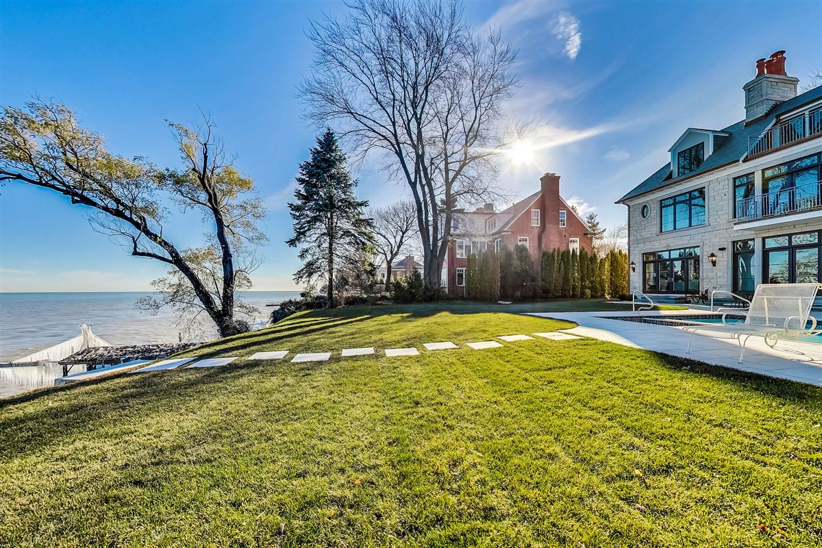 Luxury homes in amazing lakefront opportunity