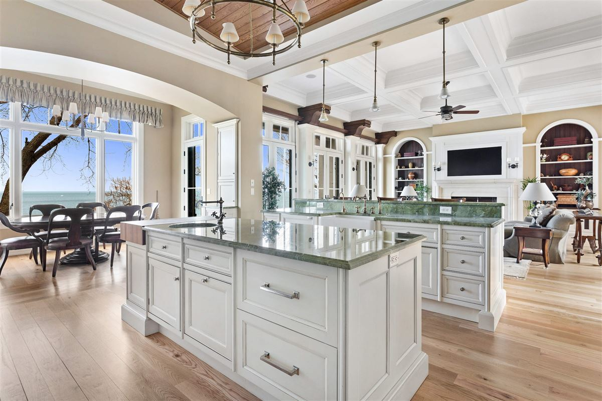 Mansions Magnificent one-owner waterfront home