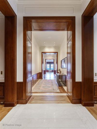 Mansions dramatic penthouse in a classic vintage building