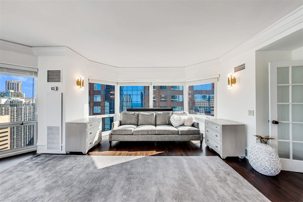 Luxury homes Chicago Place condo