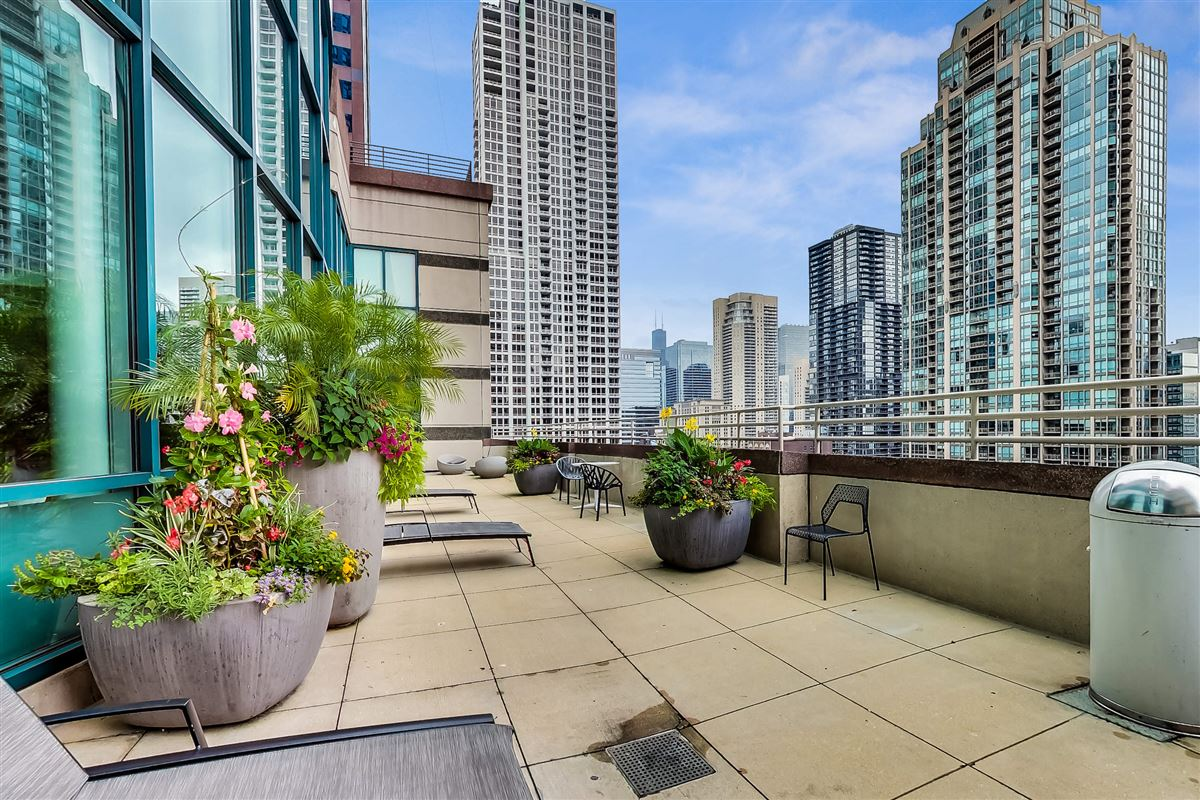 Chicago Place condo luxury homes