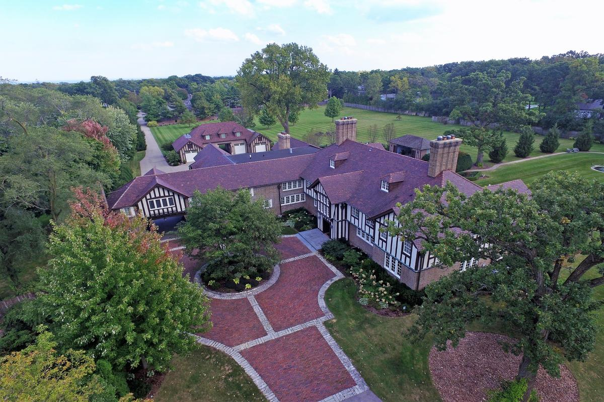 Spectacular Residence Sited Among Fabulous Grounds