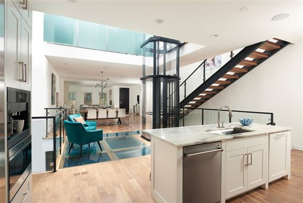 Mansions in A modern approach to elegance