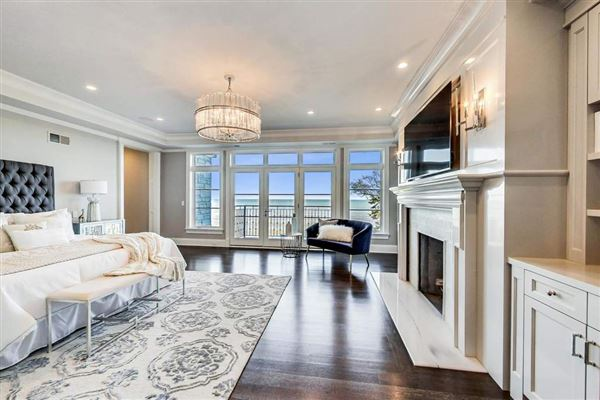 Luxury properties magnificent lakefront property in East Kenilworth