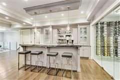magnificent lakefront property in East Kenilworth luxury real estate