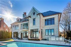 magnificent lakefront property in East Kenilworth luxury homes