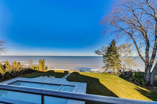 Mansions magnificent lakefront property in East Kenilworth