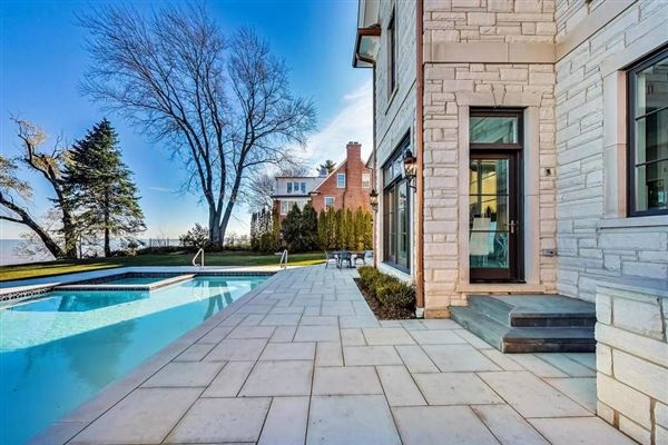 Mansions in magnificent lakefront property in East Kenilworth