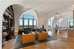 Luxury homes remarkable penthouse in the prestigious LP2550