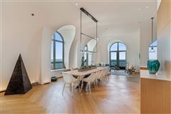 remarkable penthouse in the prestigious LP2550 luxury homes
