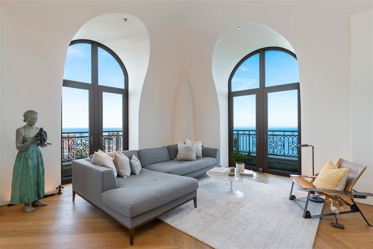 Luxury real estate remarkable penthouse in the prestigious LP2550