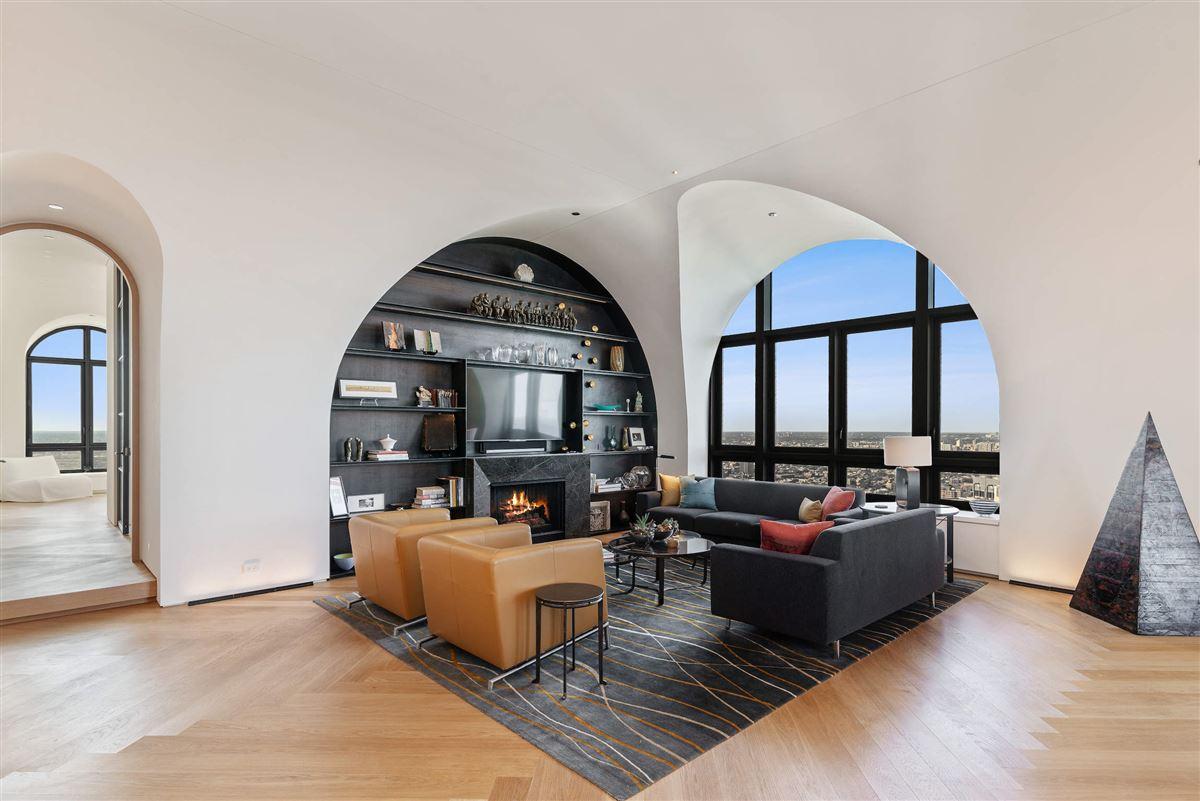 remarkable penthouse in the prestigious LP2550 luxury properties