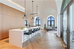 remarkable penthouse in the prestigious LP2550 mansions