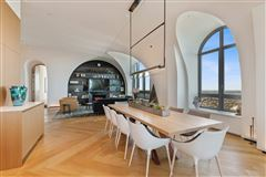 Mansions in remarkable penthouse in the prestigious LP2550