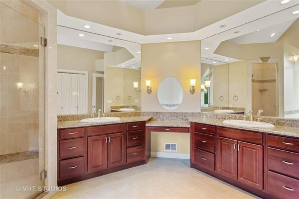 Luxury homes in spectacular White Oak Estates custom home for rent